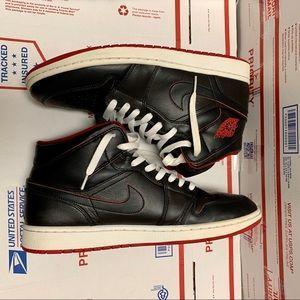 Men's Jordan Retro 1 'black red' sz 12